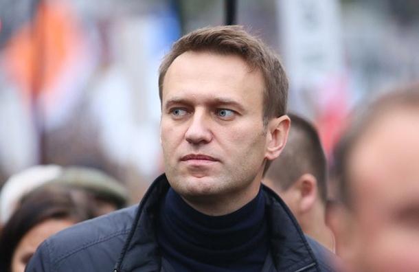 Навального задержали в подъезде своего дома