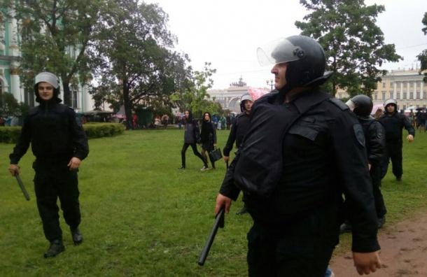 Полицейские угрожали убийством задержанным 12июня вПетербурге