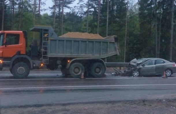 Женщина погибла при ДТП сгрузовиком на«Скандинавии»