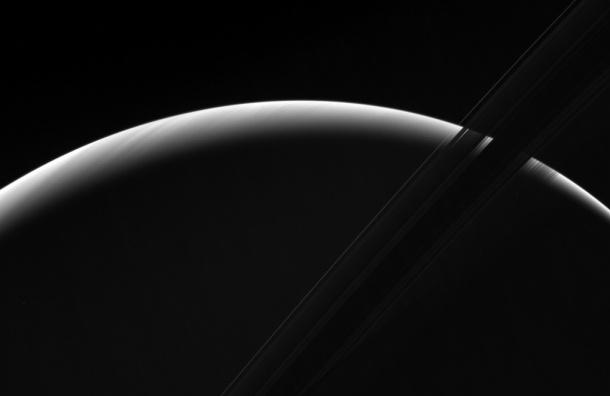 Зонд Cassini снял восход Солнца на Сатурне