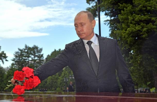 Путин промок на возложении цветов к Могиле Неизвестного солдата
