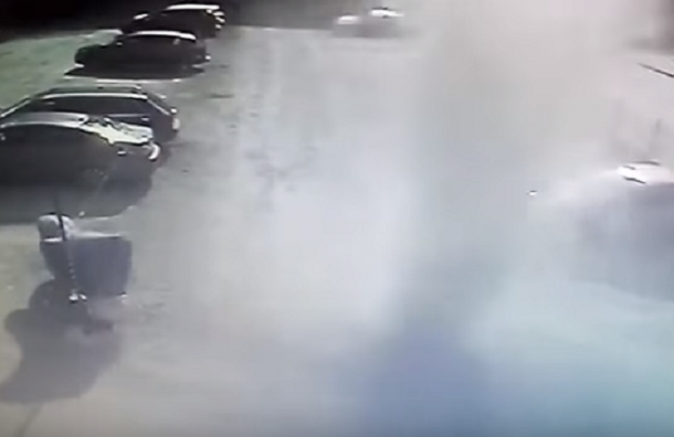 Торнадо «похитил» мотоцикл в Петербурге