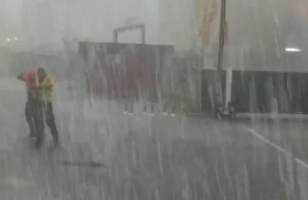 Москва плывет: как москвичи встретили непогоду