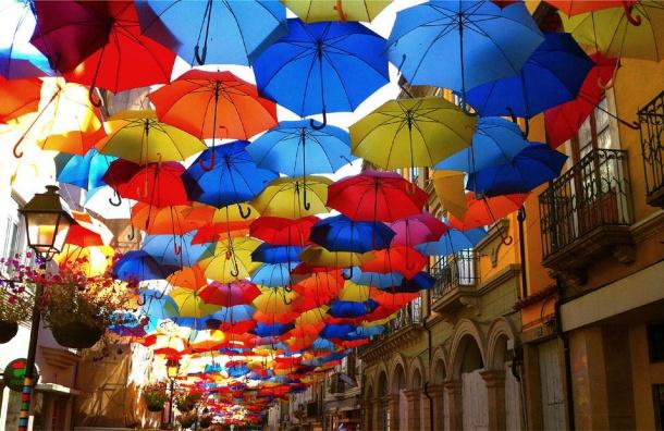 «Аллея парящих зонтиков» окутала Соляной переулок