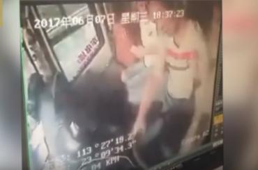 Китаец перевернул автобус из-за ссоры с женой
