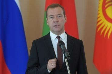 Медведев снял ограничения на импорт продуктов из Турции