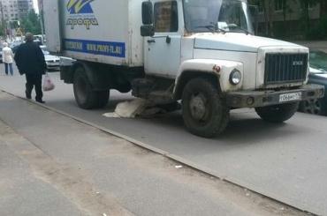 Фургон сбил насмерть пенсионерку на тротуаре на улице Ивана Фомина