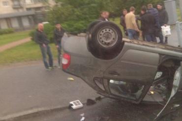 Иномарка иотечественная машина столкнулись вПетербурге