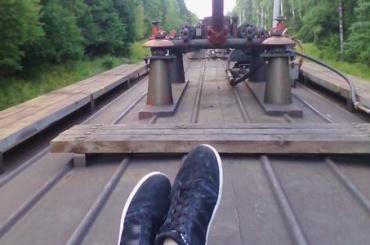 Первоклассники отправились в Петербург, зацепившись за вагон поезда