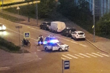 Мотоцикл и машина ДПС столкнулись на Афонской улице