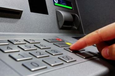 Взломать банкомат около «Василеостровской» мужчине помешали полицейские