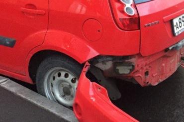 Две машины получили повреждения во время драки на Охтинской аллее