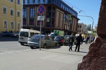 Пешеход попал под машину у станции «Звенигородская»