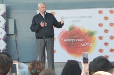Полтавченко поздравил молодежь Петербурга спраздником