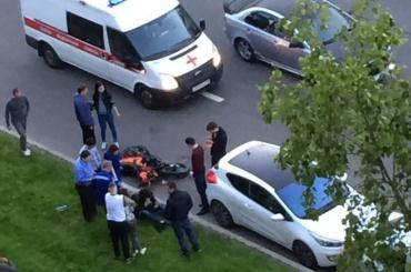 Мотоциклист попал в реанимацию после ДТП на Светлановском