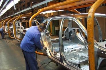 Автозаводы Петербурга планируют остановить свою работу