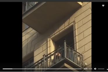 Роналду показался из отеля фанатам