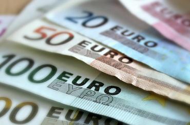Биржевой курс евро приблизился к отметке в 67 рублей