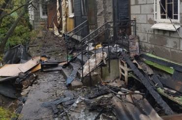 Петербургские полицейские спасли трех человек из охваченного пламенем дома