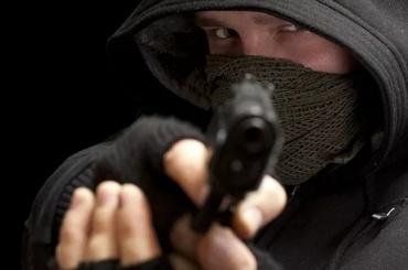 Вооруженные разбойники ограбили магазин на улице Лизы Чайкиной