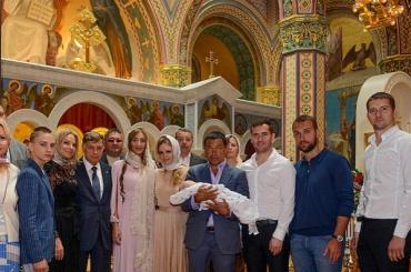 Сына футболиста Кержакова крестили в Мариинском дворце