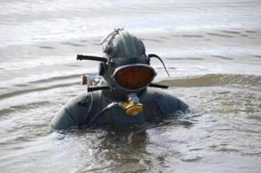 Школьник, которого в Неву столкнули приятели, не умел плавать