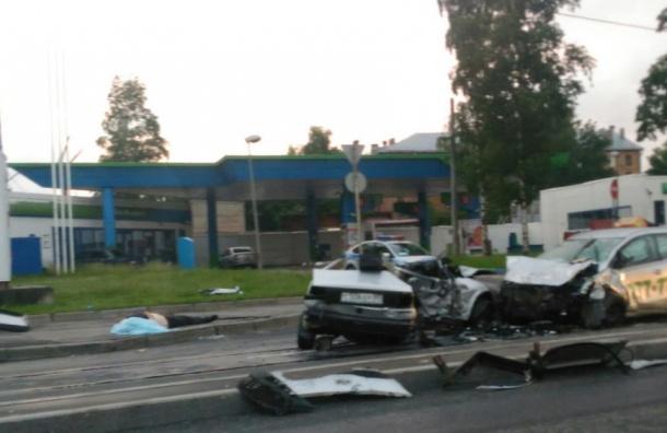 Молодой мужчина погиб в ДТП с машиной такси на Октябрьской набережной
