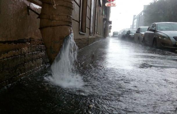 Гроза наползла на Петербург