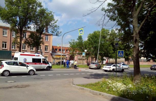 Водитель пытался избежать столкновения с велосипедистом и врезался в столб