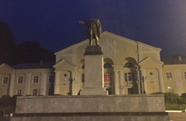 Уралец оторвал голову у памятника Ленину