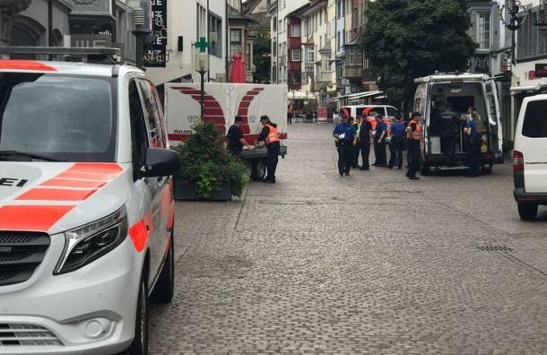 Мужчина с бензопилой напал на людей в Швейцарии