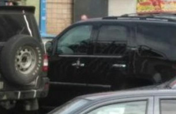 Улицу в Купчино перекрыли из-за гранаты в автомобиле