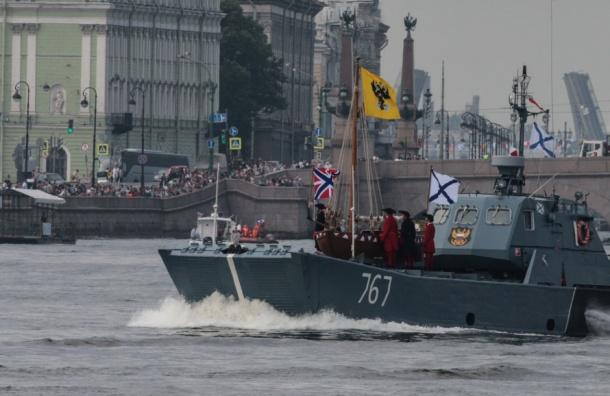 Парад ВМФ начался в Петербурге