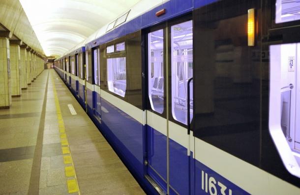 Больше 400 млн рублей поставщики вагонов метро хотят взыскать соСмольного