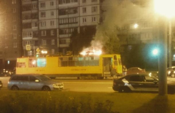 Трамвай горел на проспекте Обуховской Обороны