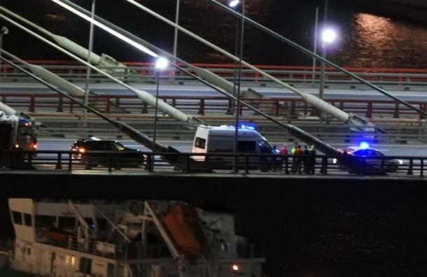 Мужчина пытался прыгнуть с вантового моста