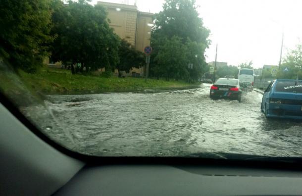 Волковский проспект стал рекой после ливня