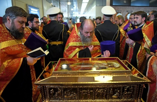 Мощи Николая Чудотворца внесли в Александро-Невскую лавру