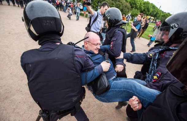 Народные избранники уверены вневиновности арестованного Резника— Петербург