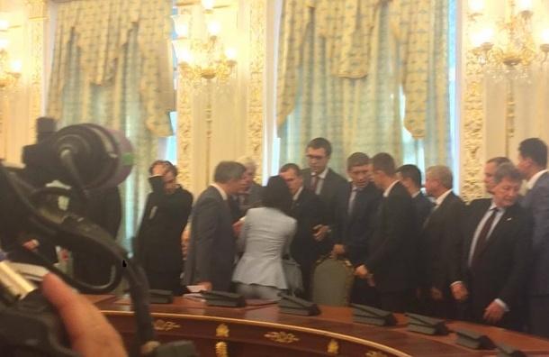 Глава Госпогранслужбы Украины ушел в отставку после обморока перед Порошенко