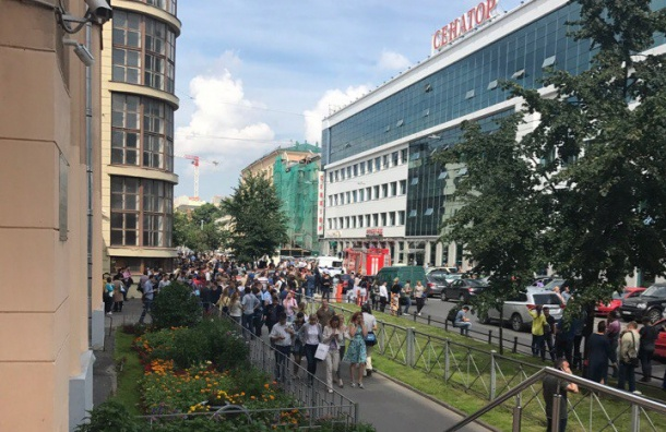 ВПетербурге навсе 100% эвакуировали бизнес-центр «Сенатор»