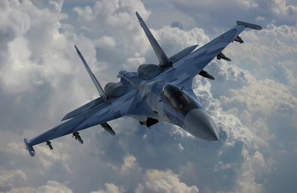 Петербуржцев напугали низко летающие над городом военные самолеты