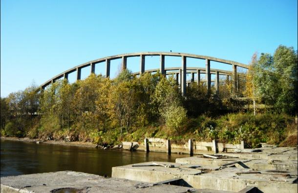 Фонд имущества продаст на аукционе арочные фермы Володарского моста