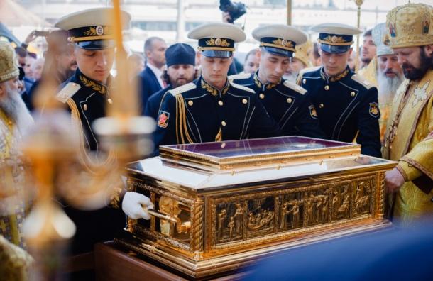 Петербуржцы попрощались с мощами Николая Чудотворца