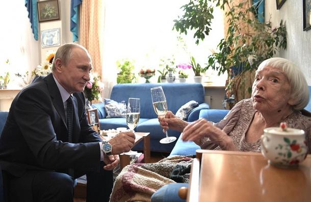 Прохожая поцеловала В. Путина наАрбате