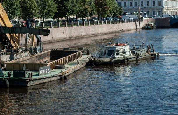 Приставы Петербурга арестовали 21 судно ГУП «Ленводхоз»