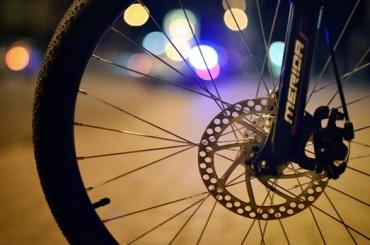 Велосипедист погиб под колесами электрички на Савушкина