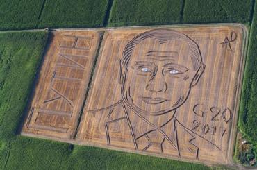 Фермер из Италии создал на поле огромный портрет Путина