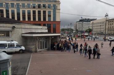 Медведева попросили отменить тотальные проверки в метро