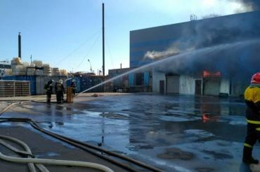 Пожар в ангаре с химикатами на улице 2-й Луч потушен